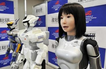 Una mujer Robot en el Modelaje